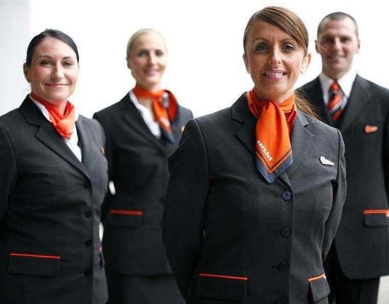 Easyjet Uniform: Cómo diseñar uniformes de confianza + 80 ejemplos reales