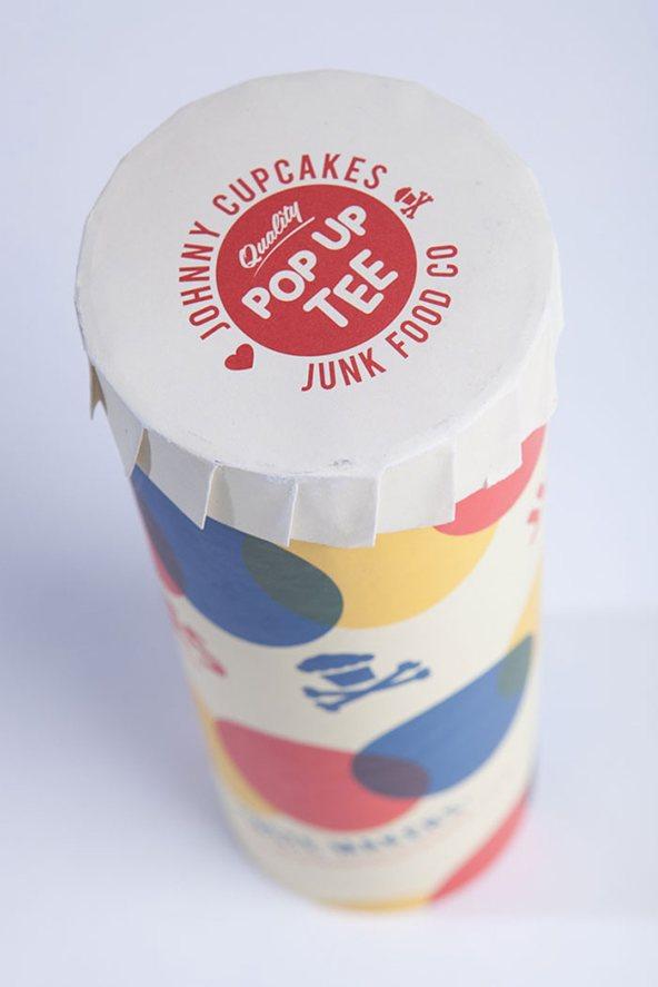 Jonny-cupcakes-empaque de camiseta pop-up: 25 ejemplos creativos de packaging para camisetas – Parte 2