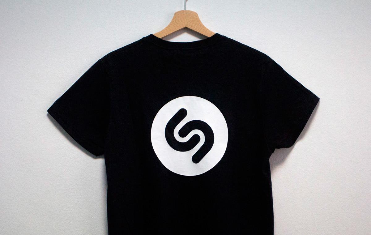 Shazam t-shirt: Caso de estudio Printsome: Imprimiendo para Shazam