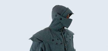 Sudadera de armadura: Las sudaderas con capucha más cool que verás hoy
