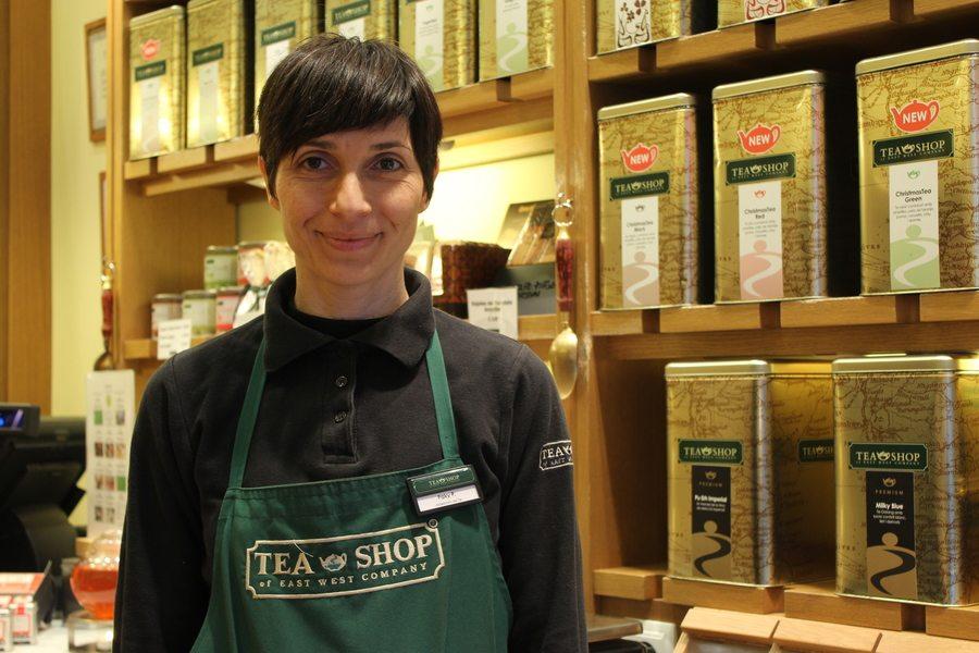 Tea shop uniform: Cómo diseñar uniformes de confianza + 80 ejemplos reales
