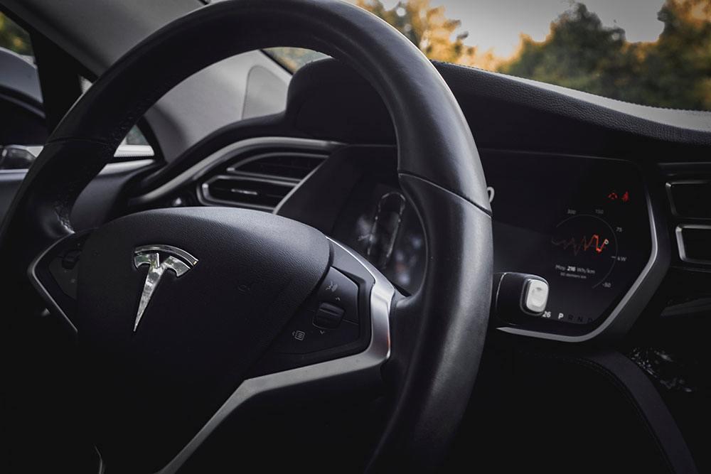 Tesla es una de las empresas que aplica la innovación organizacional.