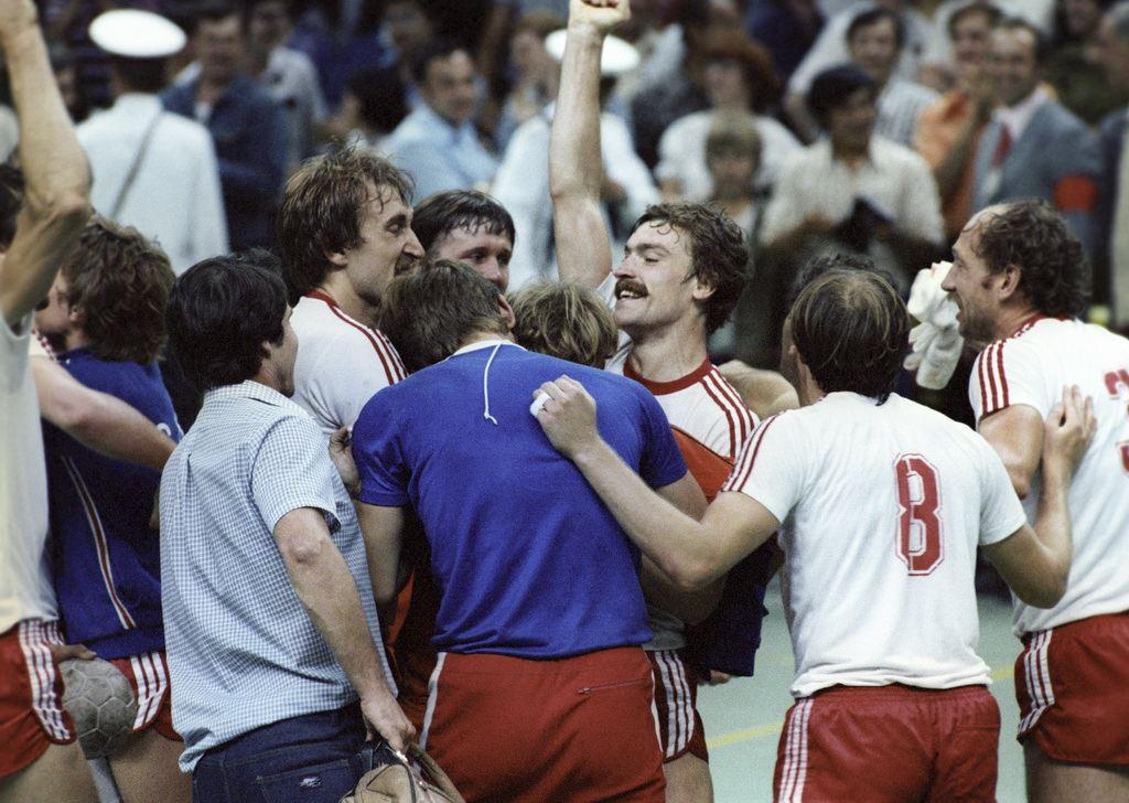 Ropa deportiva personalizada - Equipo de balonmano de la Unión Soviética en las olimpiadas 1980 en Moscú.